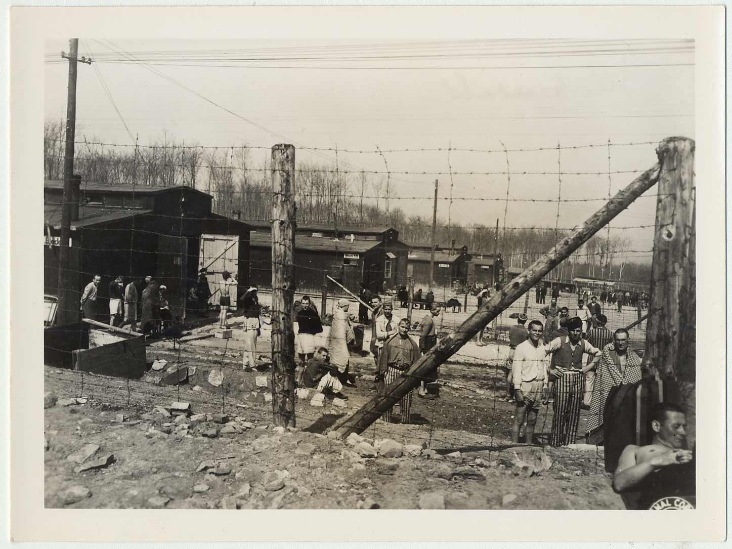 Photo prise à la libération du camp de concentration de Buchenwald par la US Army Signal Corps.