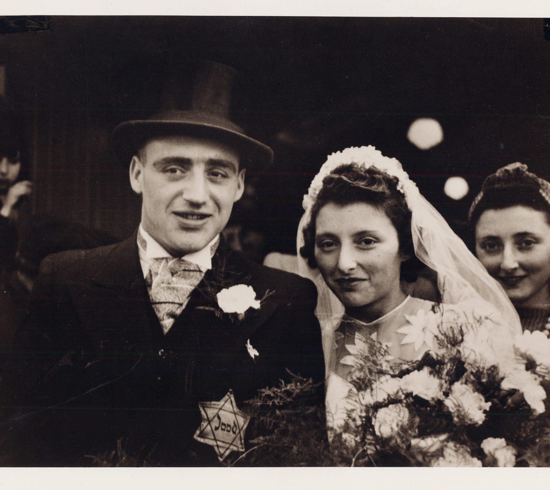 Photographie du mariage de Salomon Schryver, cousin de Sam, et Flora Mendels à Amsterdam en 1942.