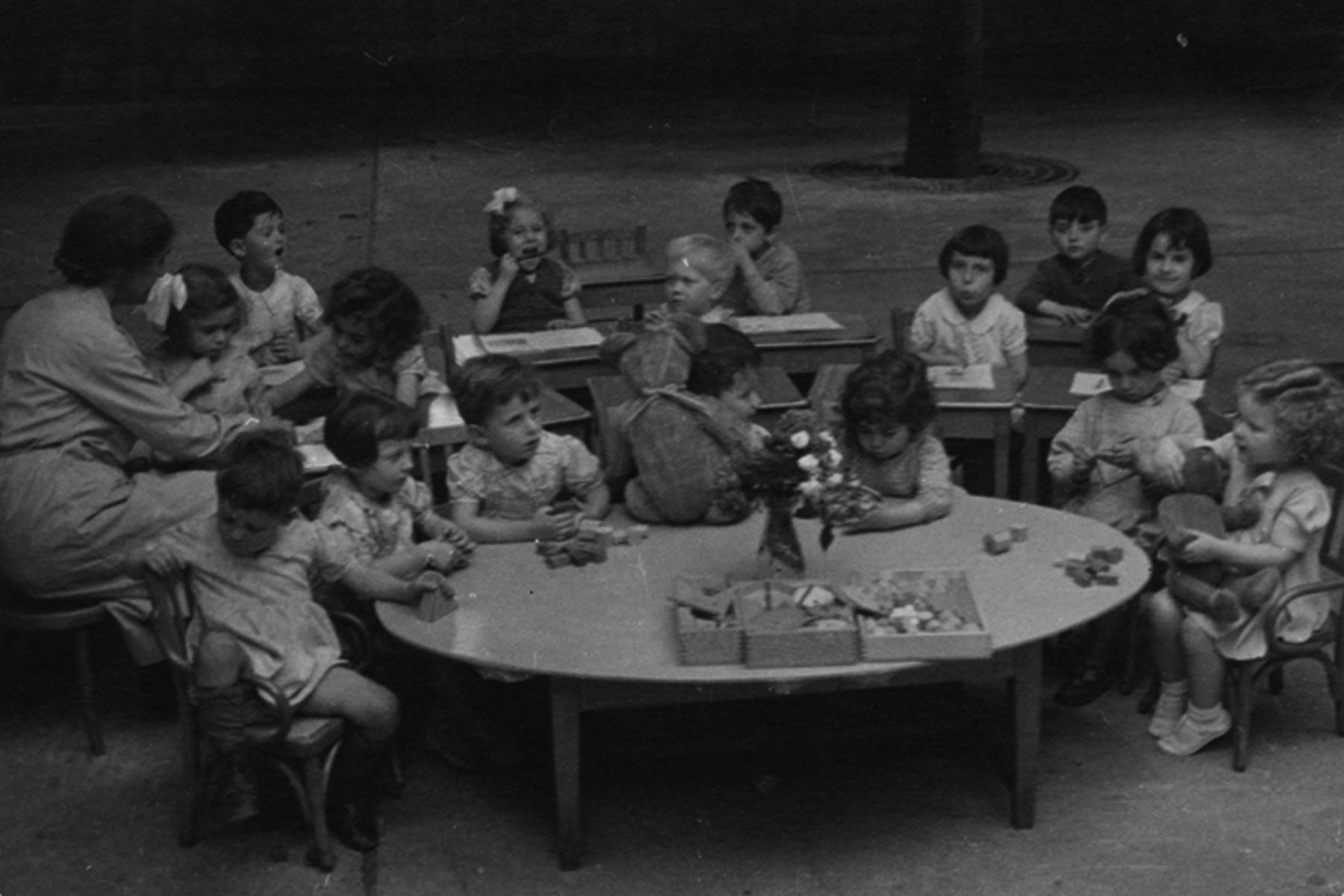 Enfants juifs à la garderie, Paris, 1934.