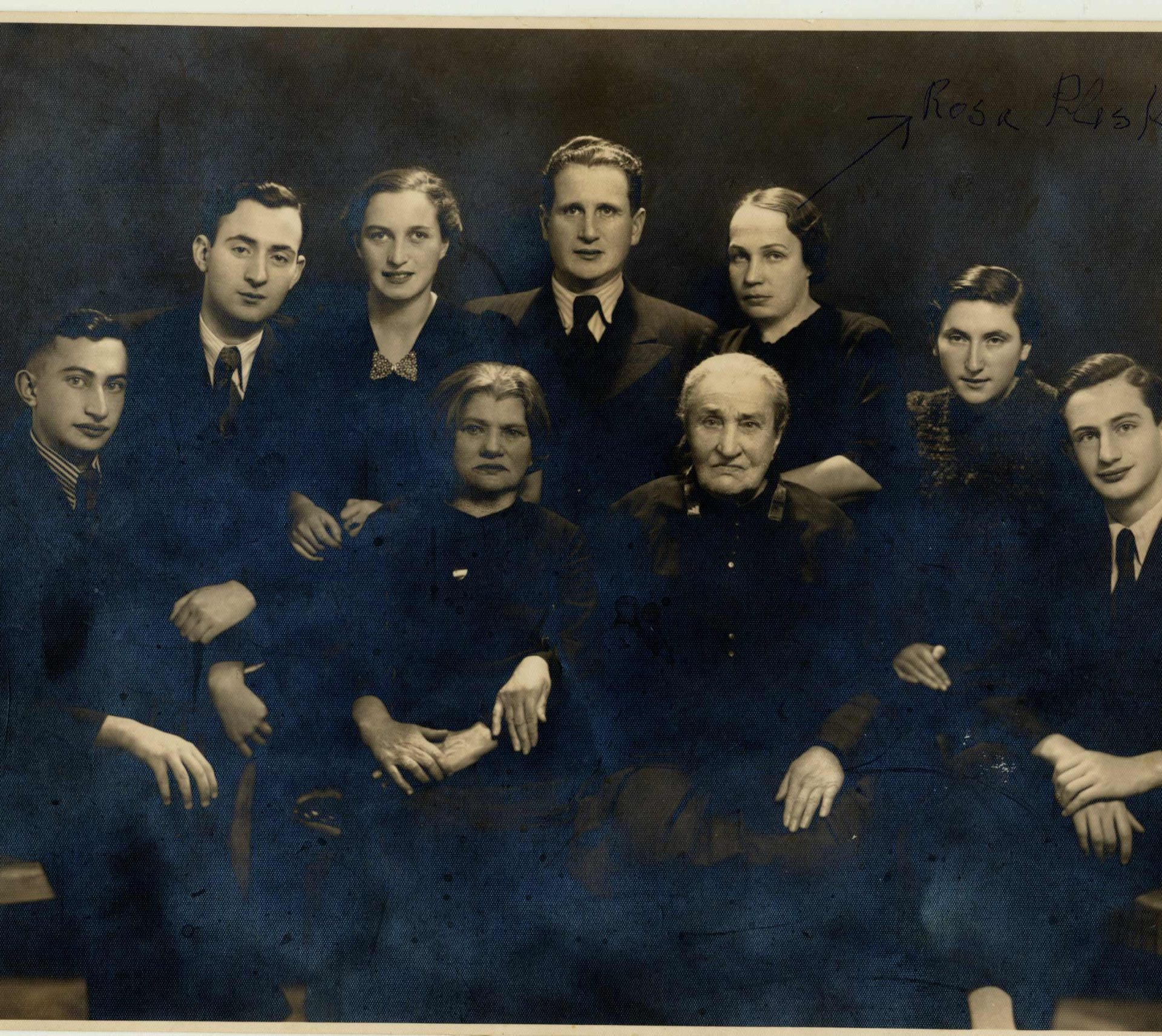 Family portrait taken in 1938. Rosa's husband Mordechai Pliskin is in the middle, with Rosa on his left.
