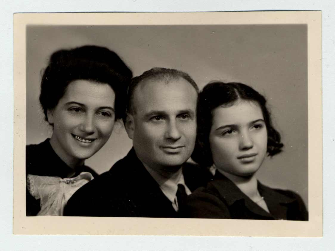 Paul, his wife Lona and his daughter Veronica. This photograph was taken in 1943, shortly before Paul's deportation.