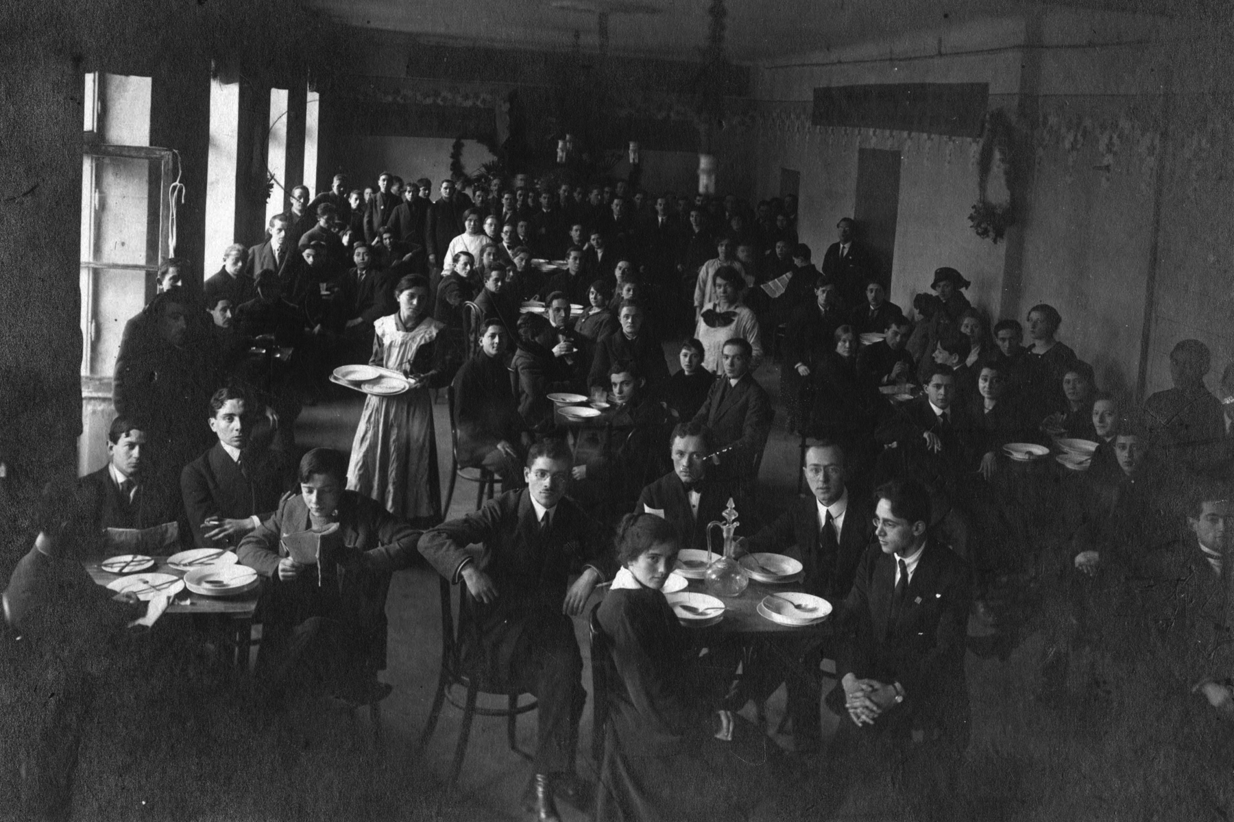 Meeting of Labour Zionist party in Warsaw, 1919 Loaned by Frances Nemetz Lew.