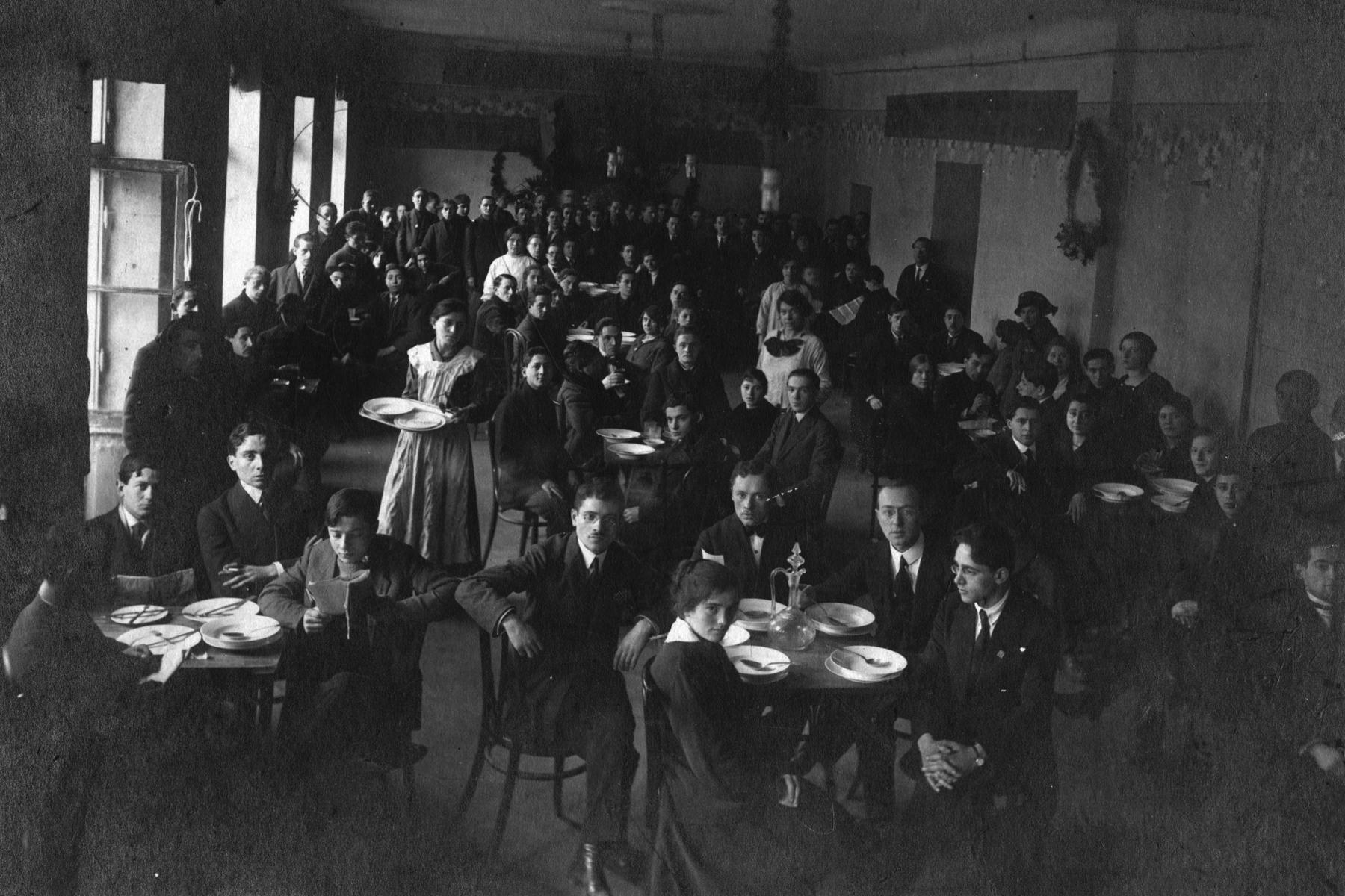 Réunion du parti travailliste sioniste à Varsovie, Pologne, 1919. Prêt de Frances Nemetz Lew.