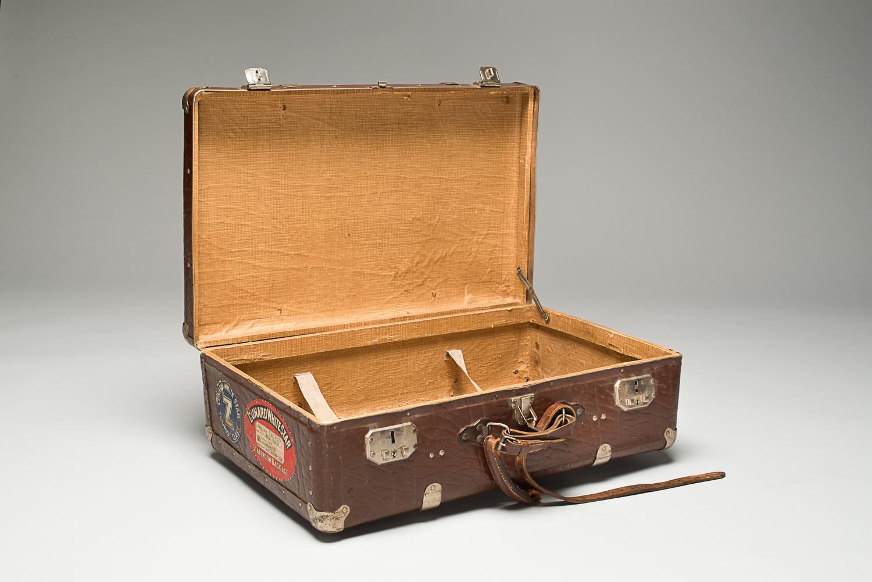 C'est avec cette valise que Nathan Cytryn immigre au Canada en 1947. (Photo : Peter Berra)
