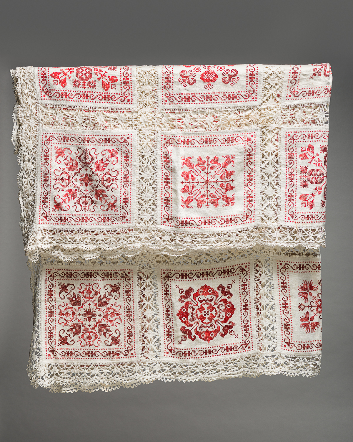 This tablecloth was created by 50 Jewish girls in Berlin's Boehmstift orphanage in the early 1920's. (Photo: Peter Berra)