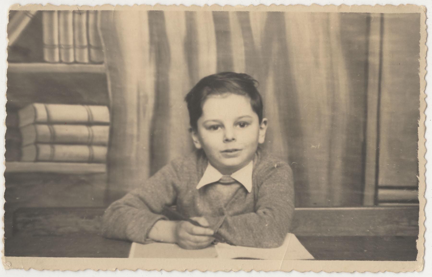 Marcel en première année à l'école primaire de Schaerbeek, à  Bruxelles, en 1942.