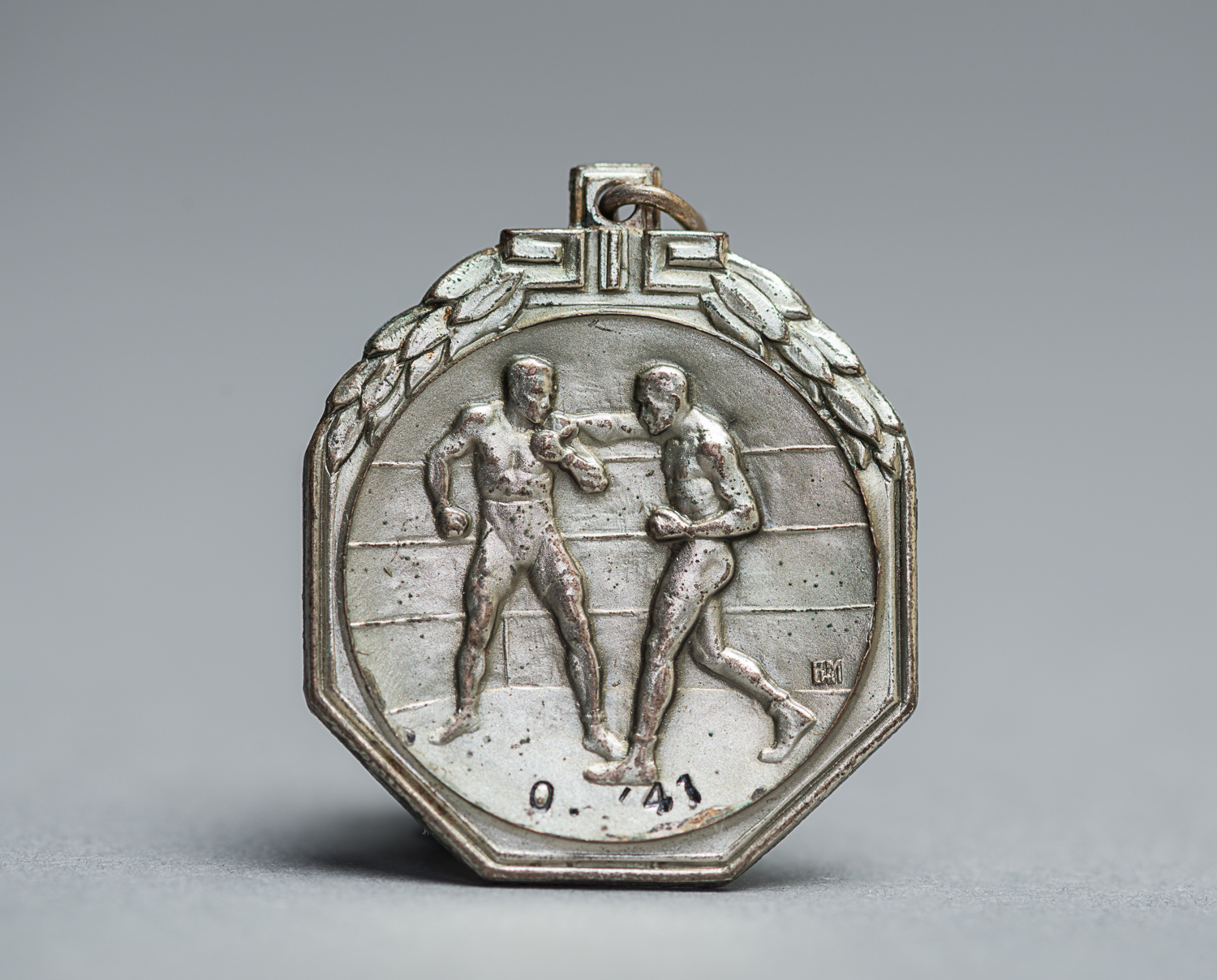 This medal was won by professional boxer David Kropveld in 1941. (Photo: Peter Berra)