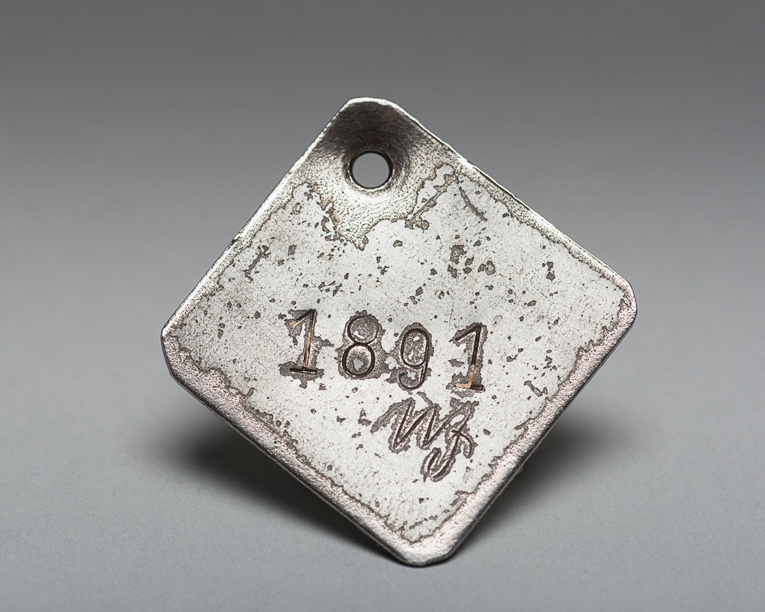 This identification tag was given to Harry Taichman when he was prisoner of Majdanek camp. Because it started with the number 18, Harry believed that he would survive. (Photo: Peter Berra)