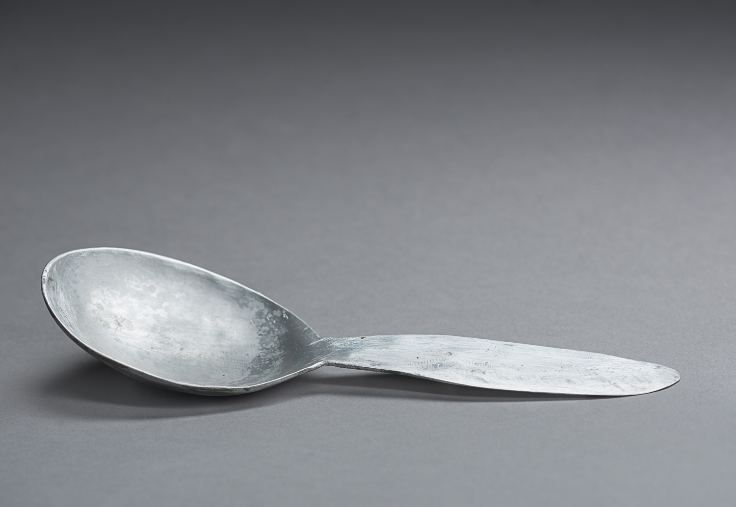 This tin spoon was made by Jacob Chaim when he was prisoner of the Dora-Mittelbau forced labour camp. (Photo: Peter Berra)