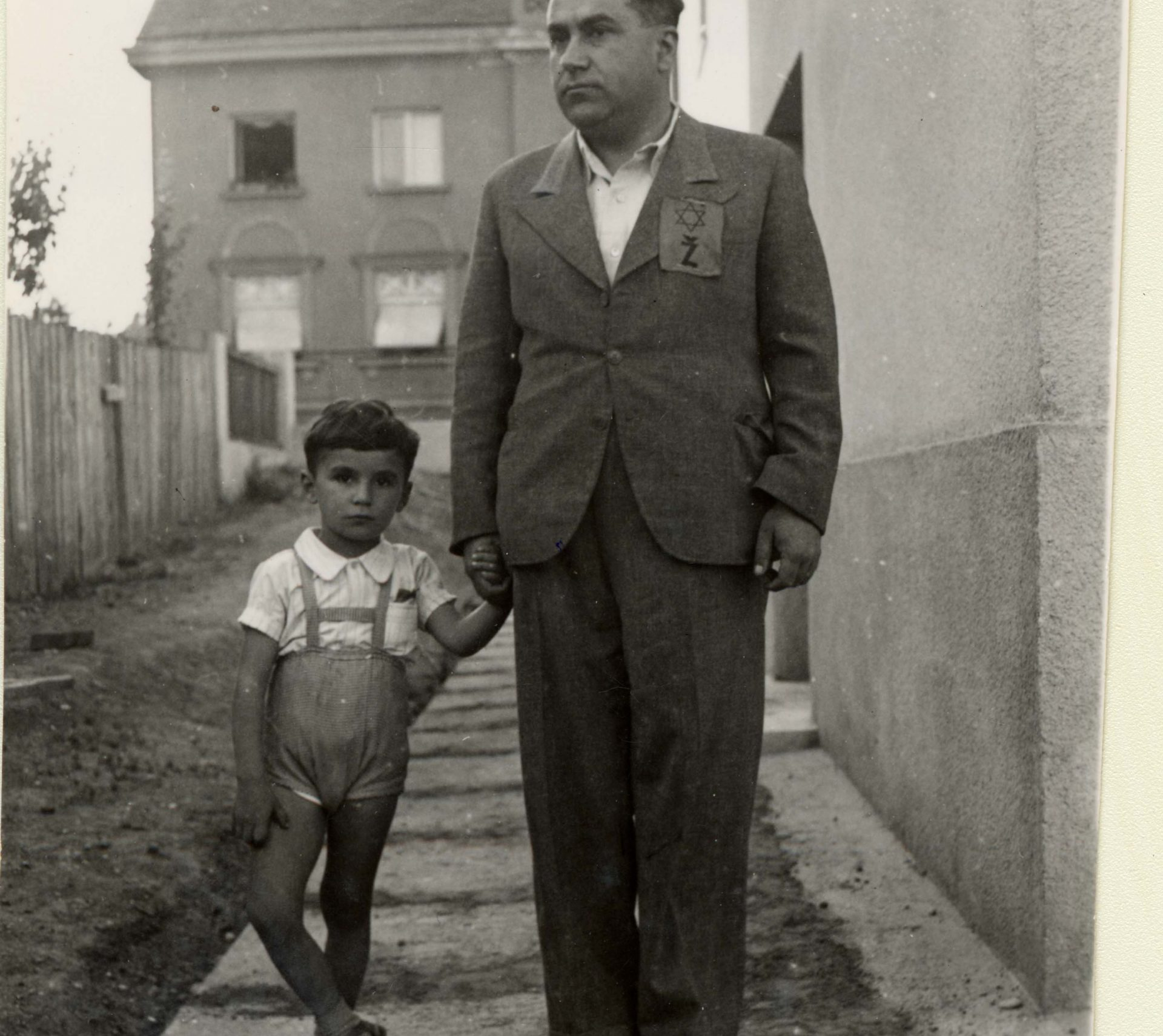Emil Svarc and his father Djuro in 1941. Djuro wears a yellow badge with the letter Z for Zidov, ''Jew'' in Croatian.