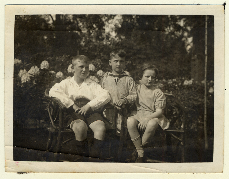 Gerhart Maass (in the middle) with his brother, Herbert, and sister, Lisa. All three survived the Holocaust due to the efforts of their parents to find them positions abroad. Gerhart immigrated to Canada in 1938 while Herbert and Lisa went to England to pursue their studies in 1934 and 1936.