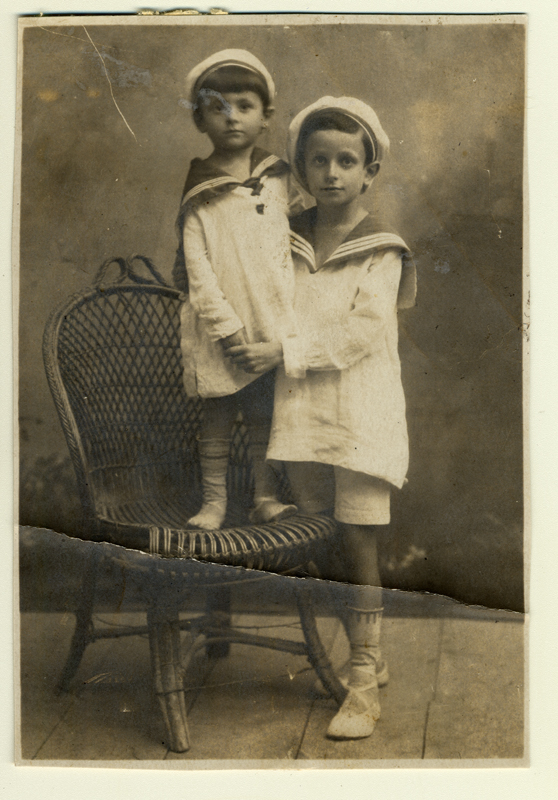 Ilya Krishevsky (left) and his brother Abram in 1920.