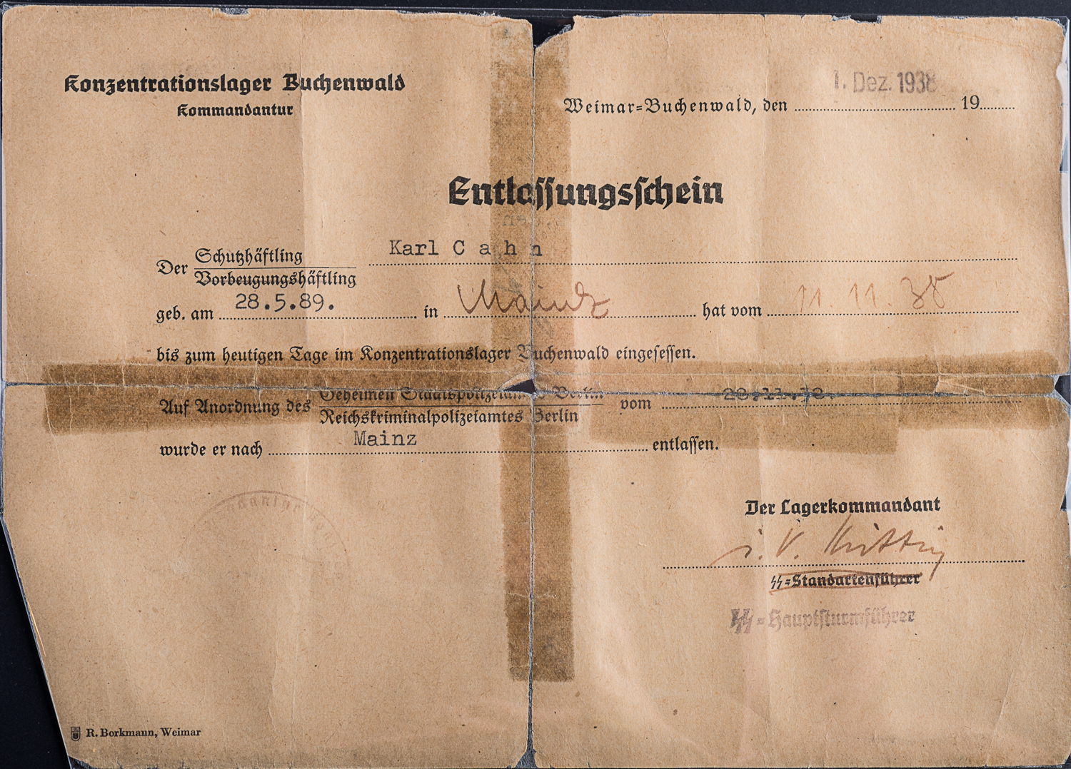 This discharge certificate allowed for the liberation of Karl Cahn from Buchenwald camp. (Photo: Peter Berra)