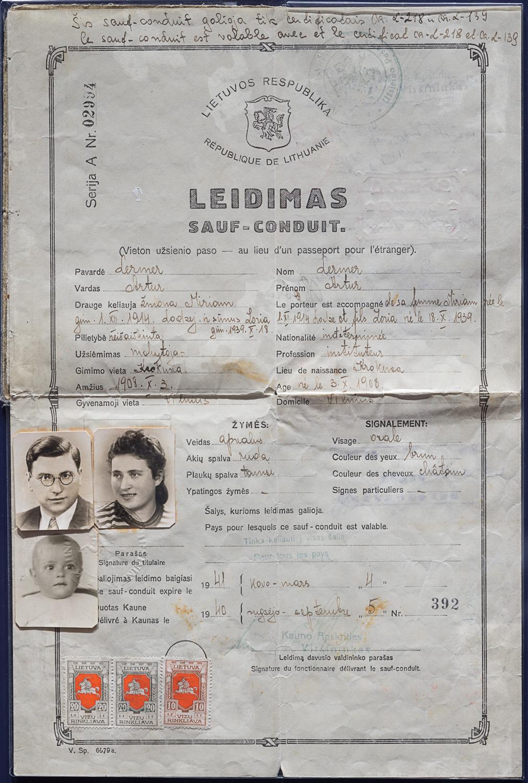 Ce sauf-conduit lituanien a été délivré le 5 septembre 1940 pour Arthur Lermer, son épouse Miriam et leur fils Zoria.