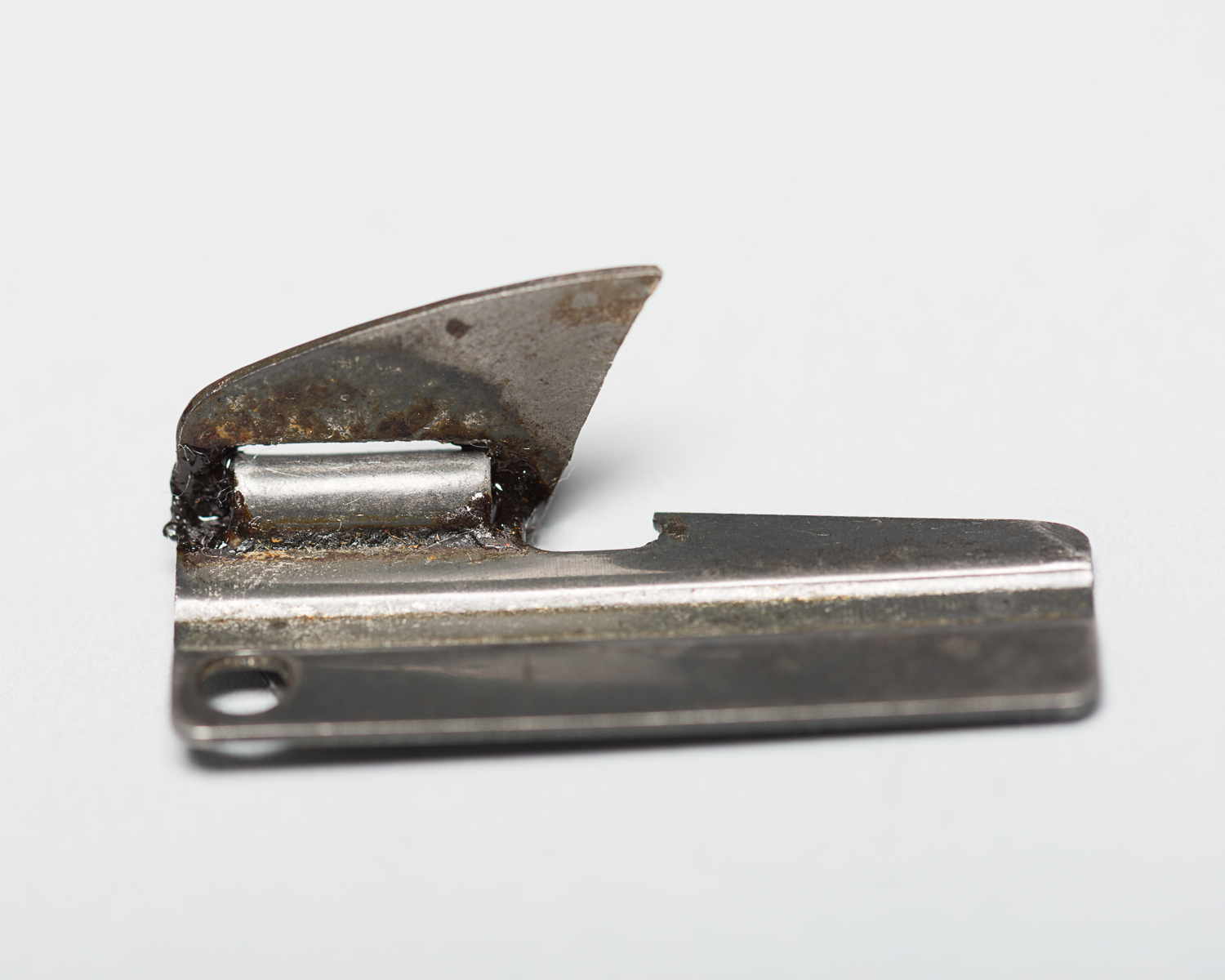 This can opener measures 4 cm long. An American soldier gave it to Dana Borenstein in the Stuttgart displaced persons' camp in Germany. (Photo: Peter Berra)