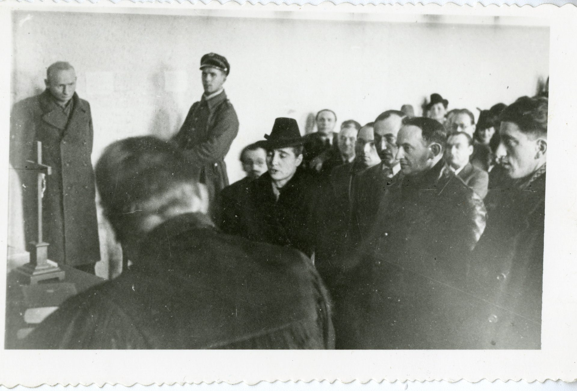In this photograph, Leah Koniecpoler testifies at the trial of Nazi officer Heinrich Kestner in 1946.