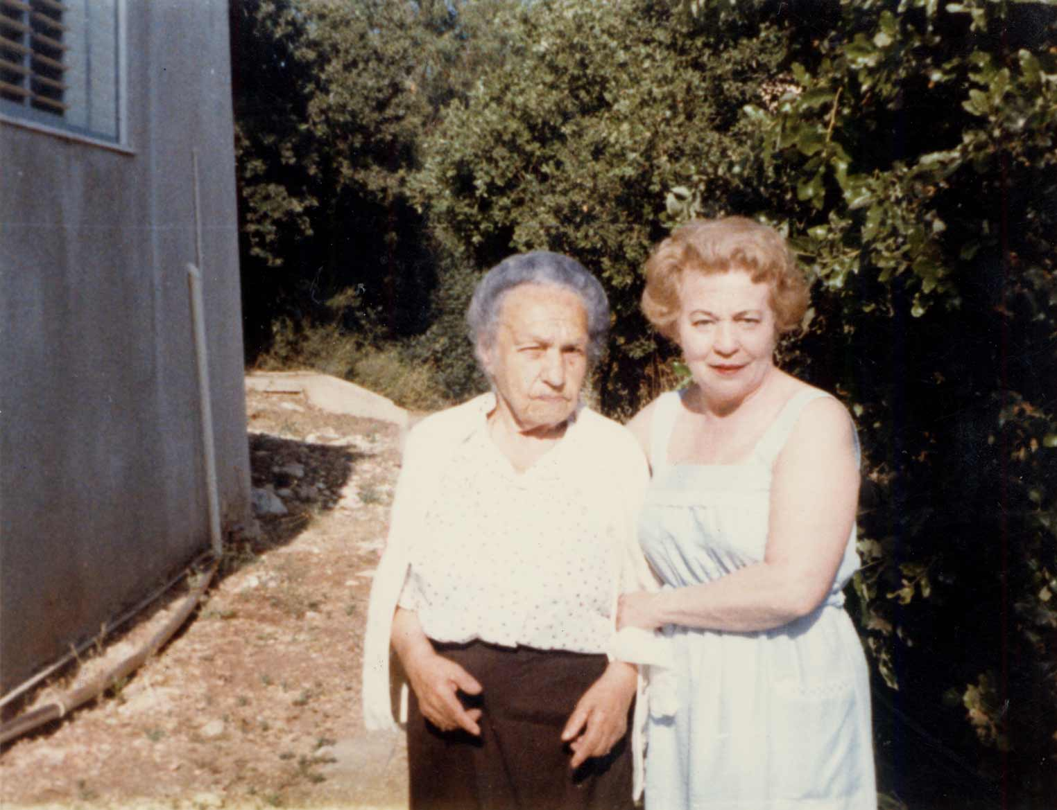 Photograph of Cyla Dworkind, who donated the tag, and her aunt Rosa Pliskin-Sokolinski in Israel in 1984.
