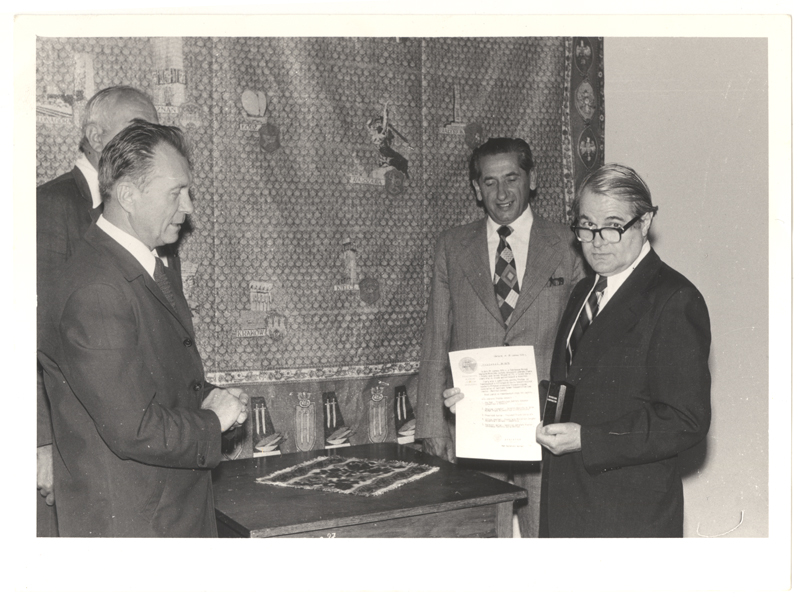 Aba Beer receiving an urn containing ashes from the victims of Auschwitz-Birkenau on June 26, 1979, to be placed in the Museum, as the President of the Association of Survivors of Nazi Oppression.