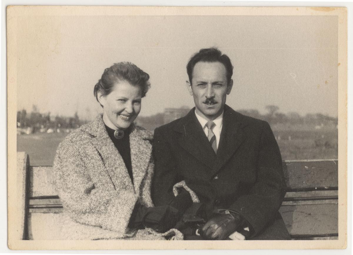 Ilana et Alexander Izso sur un bateau après la guerre,