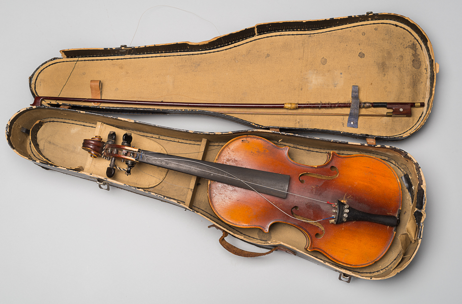 This violin is a copy of a Stradivarius and was kept in its case. It belonged to Alexander Izso, who received it as a child in the 1930s.