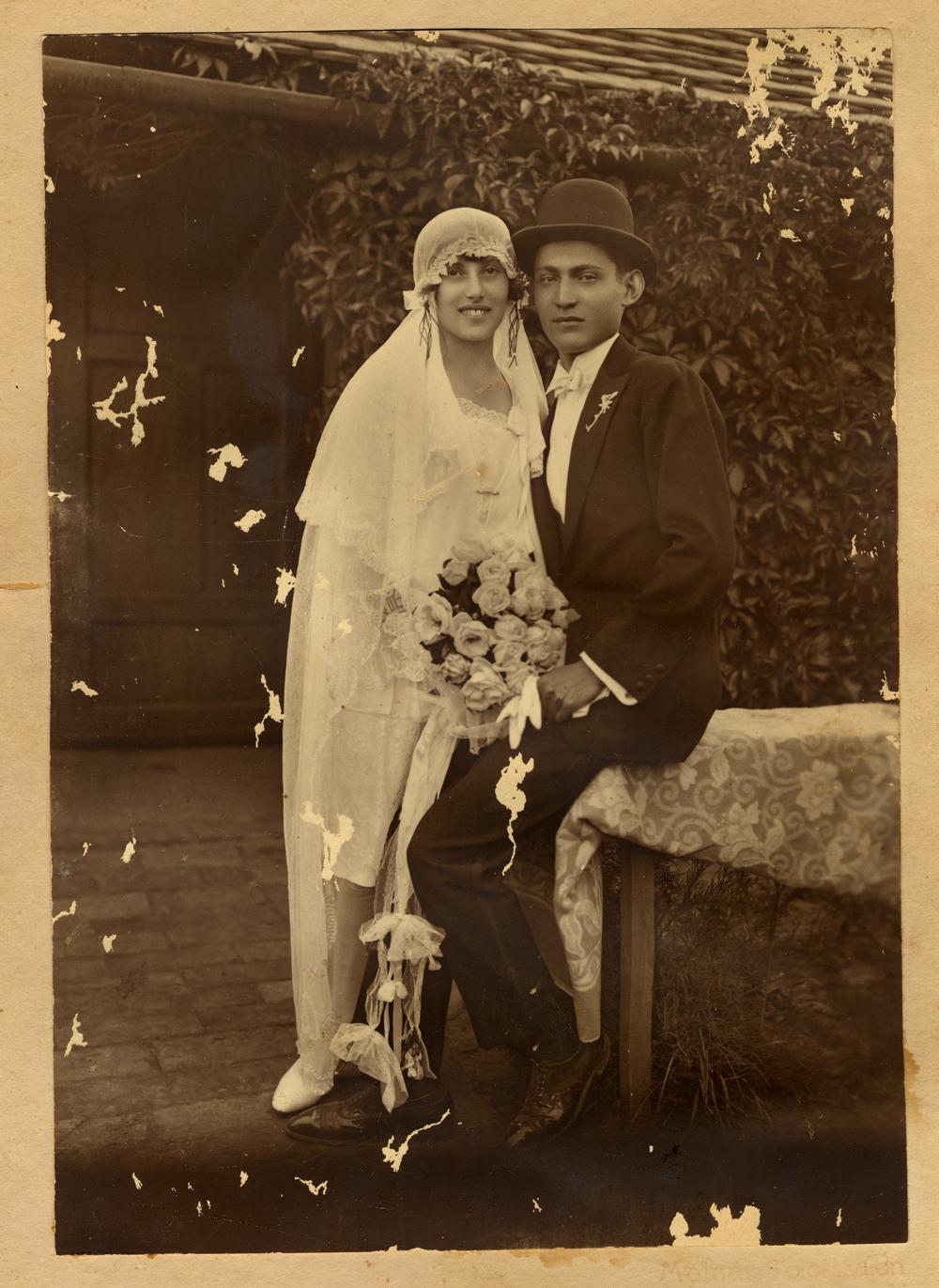 Bella et Adolph Shonfeld le jour de leur mariage, Derecske, 1928.