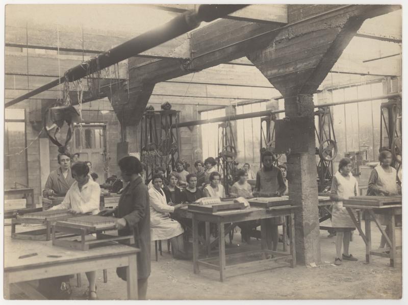 Les employés de la Fabrique d'allumettes Luna à Anvers en 1929.