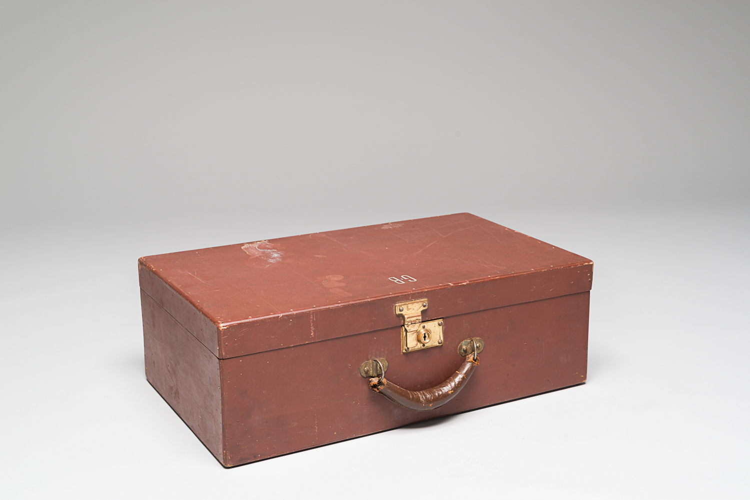 Suitcase made between 1940 and 1941 by Gustave Bauer during his imprisonment in a Canadian internment camp. (Photo: Peter Berra)