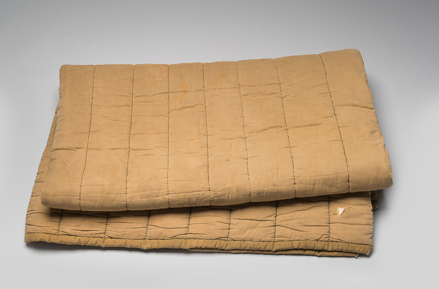 Max Appelboom was deported to the Bergen-Belsen camp in Germany and later transferred to Auschwitz, Poland. He managed to keep this blanket with him during his deportations, as well as during a death march.