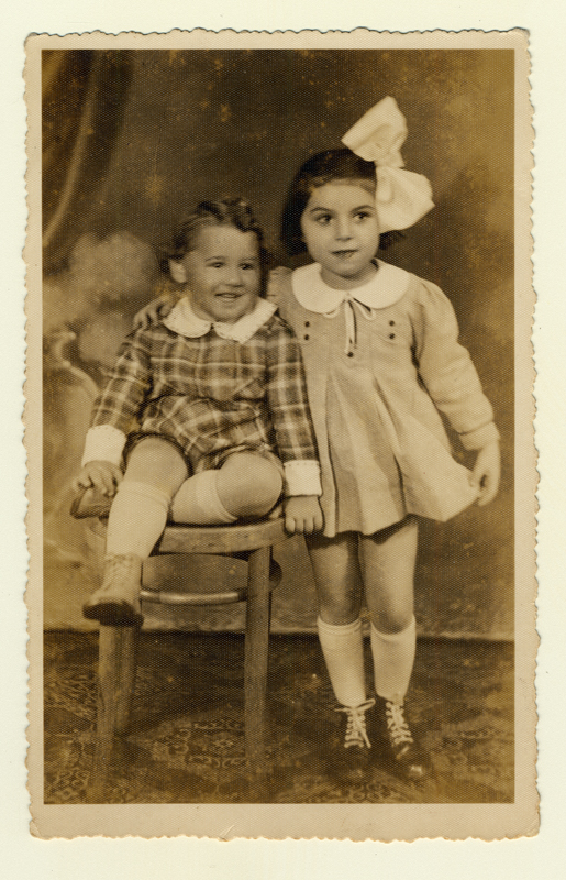 Rosette and Andzia Szpajzer, 1938. They both died in Auschwitz with their father Beniek.
