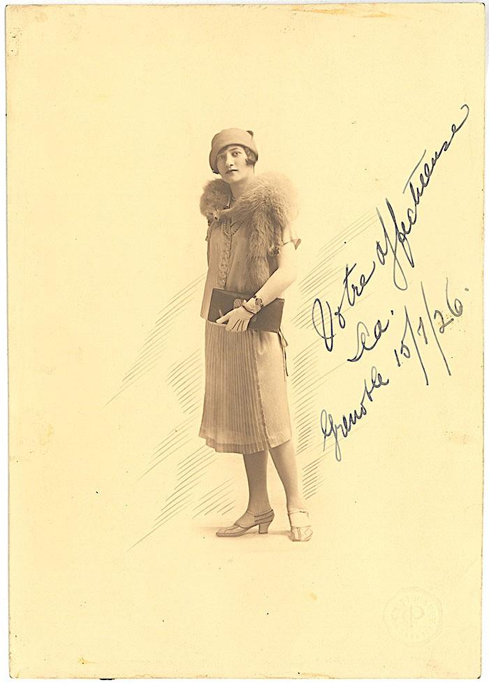 À 21 ans, elle embarque pour l'Europe en janvier 1925 avec de quoi vivre un an. C'est d'abord Barcelone (début 1925), puis Grenoble (1925-1927).