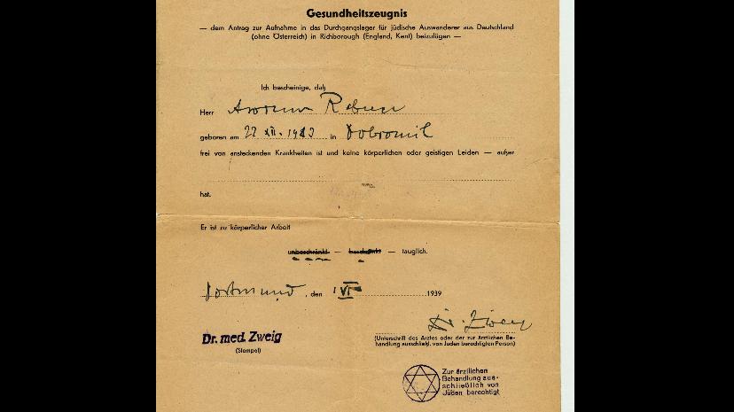 Étape 6 : Polarisation. Certificat médical délivré à Avrum Rabner, Allemagne, 1939. Le tampon en bas à droite indique que ce docteur ne pouvait traiter que des patients juifs. Dès juillet 1938, il est interdit aux médecins juifs de soigner des patients « aryens ». Source : Musée Holocauste Montréal