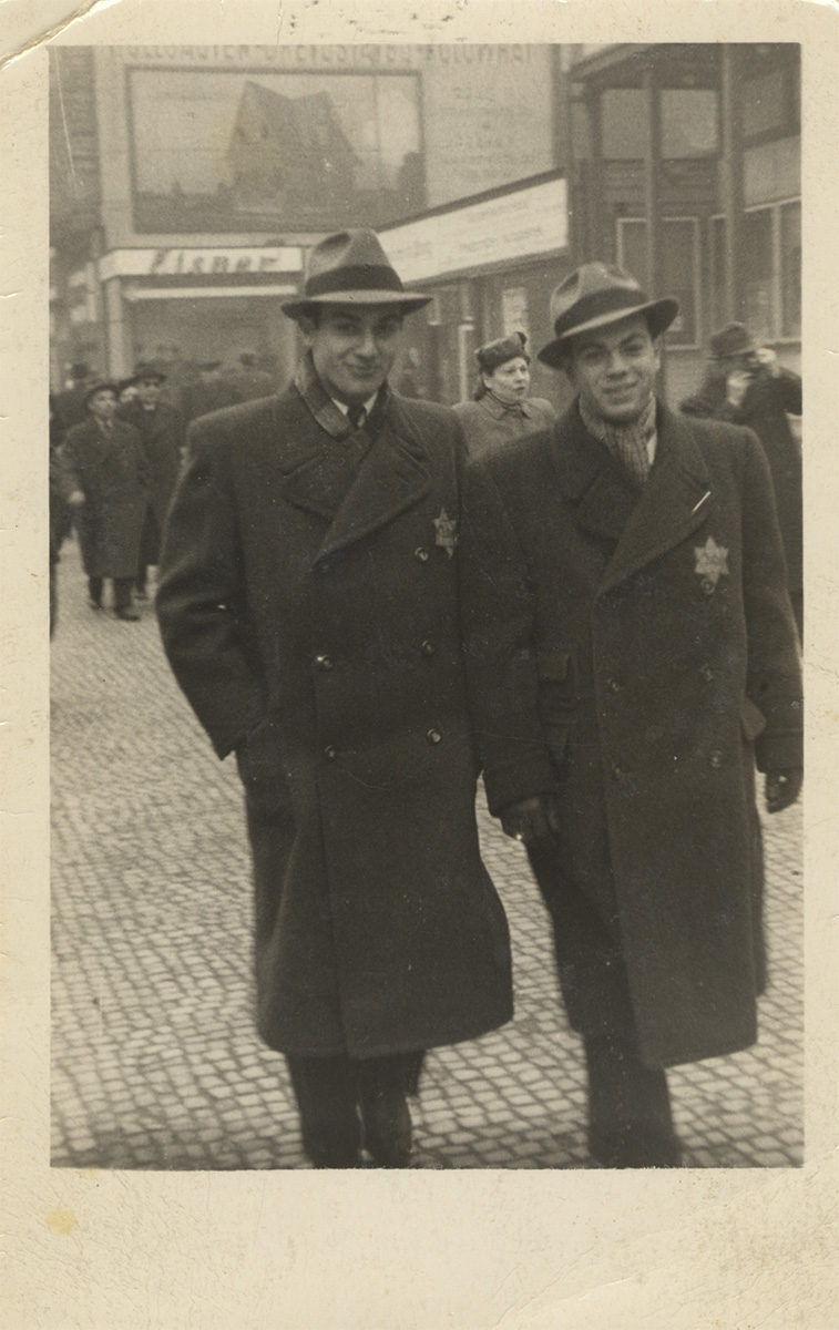 George Ehrman with his brother Karel in Prague, 1941. He is wearing the yellow star featured in Lesson 1. (Montreal Holocaust Museum's Collection)