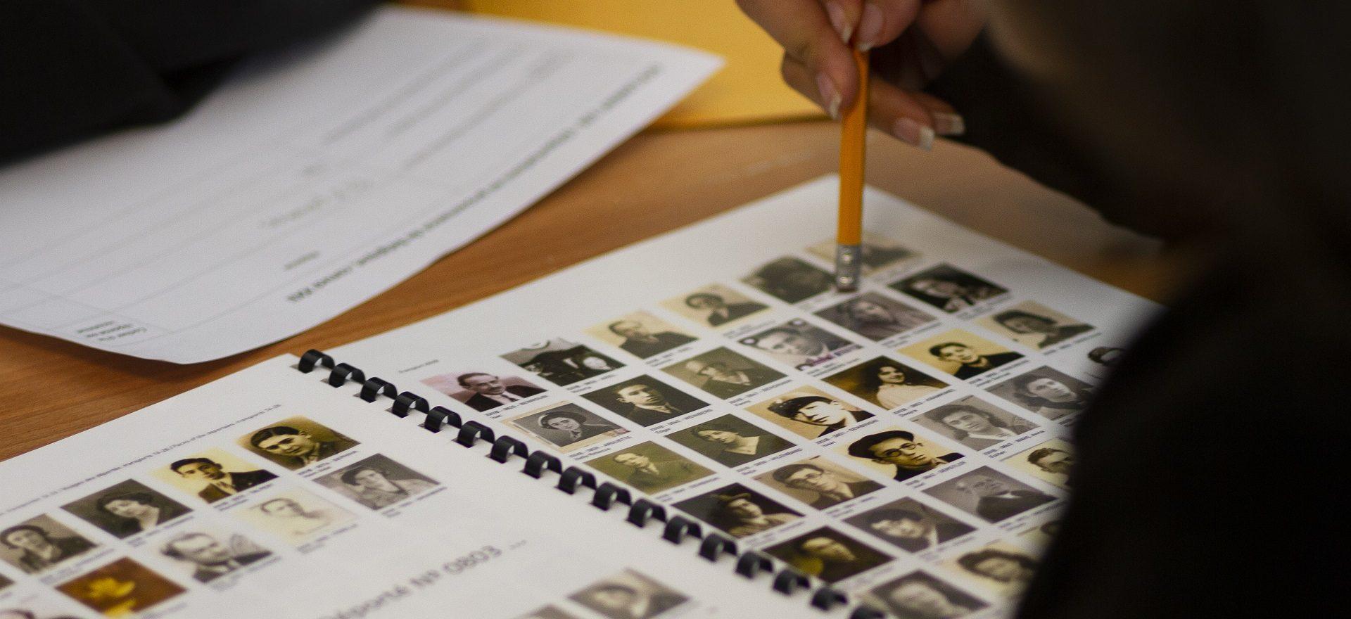 Atelier pédagogique sur la déportation au Musée de l'Holocauste Montréal. Musée de l'Holocauste Montréal, photo: Stéphanie Cousineau-Bourassa.