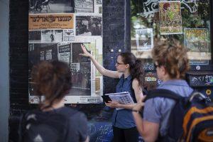 Visite guidée dans les rues de Montréal avec le Musée du Montréal Juif.