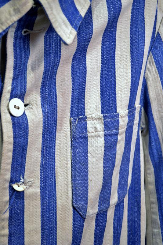 Les poches visibles de la veste constituent une spécificité remarquable, dans la mesure où tous les uniformes n'en n'étaient pas pourvus.